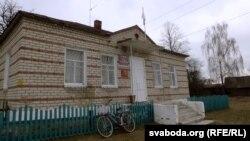 На будынку сельскай адміністрацыі ў Дзегцяроўцы на 2 красавіка не вывешваюць дзяржаўнага сьцяга Беларусі