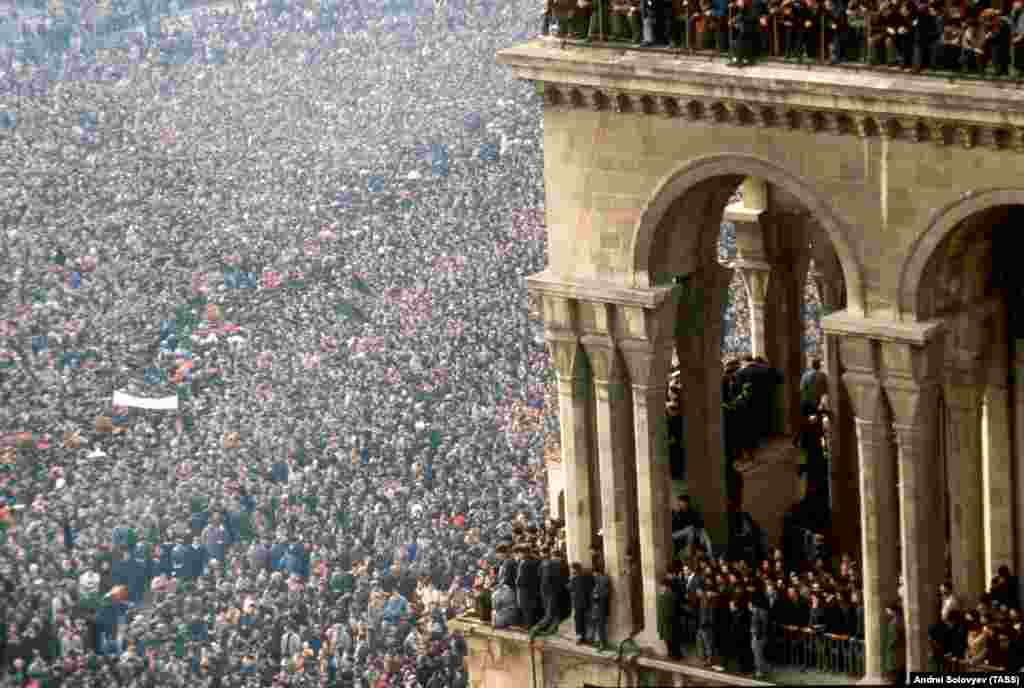January 1990: In the Caucasus, independence movements begin to crack along ethnic lines. On the streets of Azerbaijan, about 90 Armenians are killed in a pogrom, some of them tortured to death. When Soviet troops move in, ostensibly to stop the violence, more than 100 Azeris are killed. Vast crowds gather for the funerals (pictured) of Azerbaijani victims of the Soviet crackdown.
