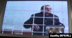 Рәфис Кашапов мәхкәмә барышын видео элемтә аша күзәтә, 13 ноябрь 2015