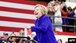 Hillary Clinton gjatë ditës së djeshme në një tubim të mbështetësve të saj në Kaliforni
