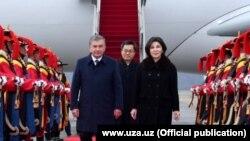 Президент Узбекистана Шавкат Мирзиеев с супругой прибыли в Южную Корею, 22 ноября 2017 года.