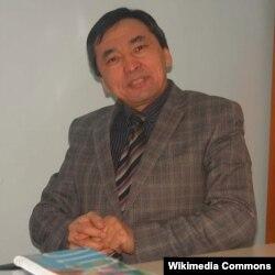 КТМУнун профессору Жээнбек Алымбаев. 19.12.2012.