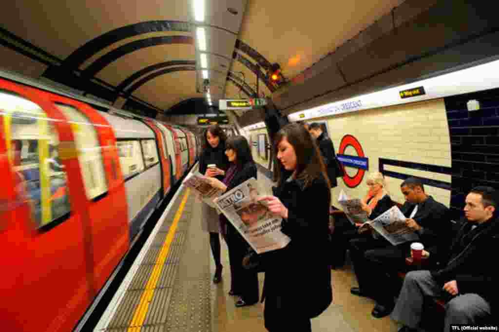 Böyük Britaniya. 270 stansiyası olanLondon metrosu hazırda gündə 3.5 milyon sərnişin daşıyır.