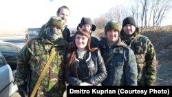Ирма Крат с военнослужащими АТО. Донбасс, октябрь 2014 года.