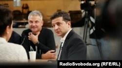 Украина президенти Володимир Зеленский журналистлар саволларига жавоб бераяпти. Киев, 2019, 10 октябрь.