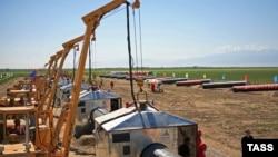 Түркіменстан газын Қазақстан арқылы Қытайға тасымалдайтын газ құбырын салу кезеңі.