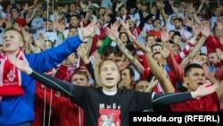 Бел-чырвоны-белы дэбют футбольнай зборнай у Барысаве. Ілюстрацыйнае фота