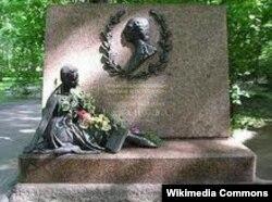 Санкт-Петербугда Агриппина Ваганованын мүрзөсүнө коюлган эстелик