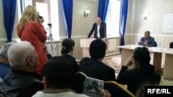Гражданские слушания на тему «Кризисная ситуация в стране и пути выхода из нее» в офисе Астанинского филиала Общенациональной социал-демократической партии (ОСДП), 22 мая 2015 года.