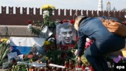 Кремль танқидчилари Немцовнинг ўлдирилишига исломий эксремизмнинг алоқаси борлигини эҳтимолдан йироқ, дея баҳоламоқда.