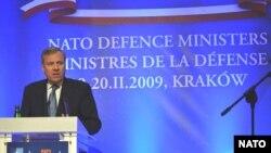 Польша -- НАТОнун баш катчысы Яаап де Хооп Схеффер Краковдогу маалымат жыйыны маалында. 19-февраль 2009-жыл.