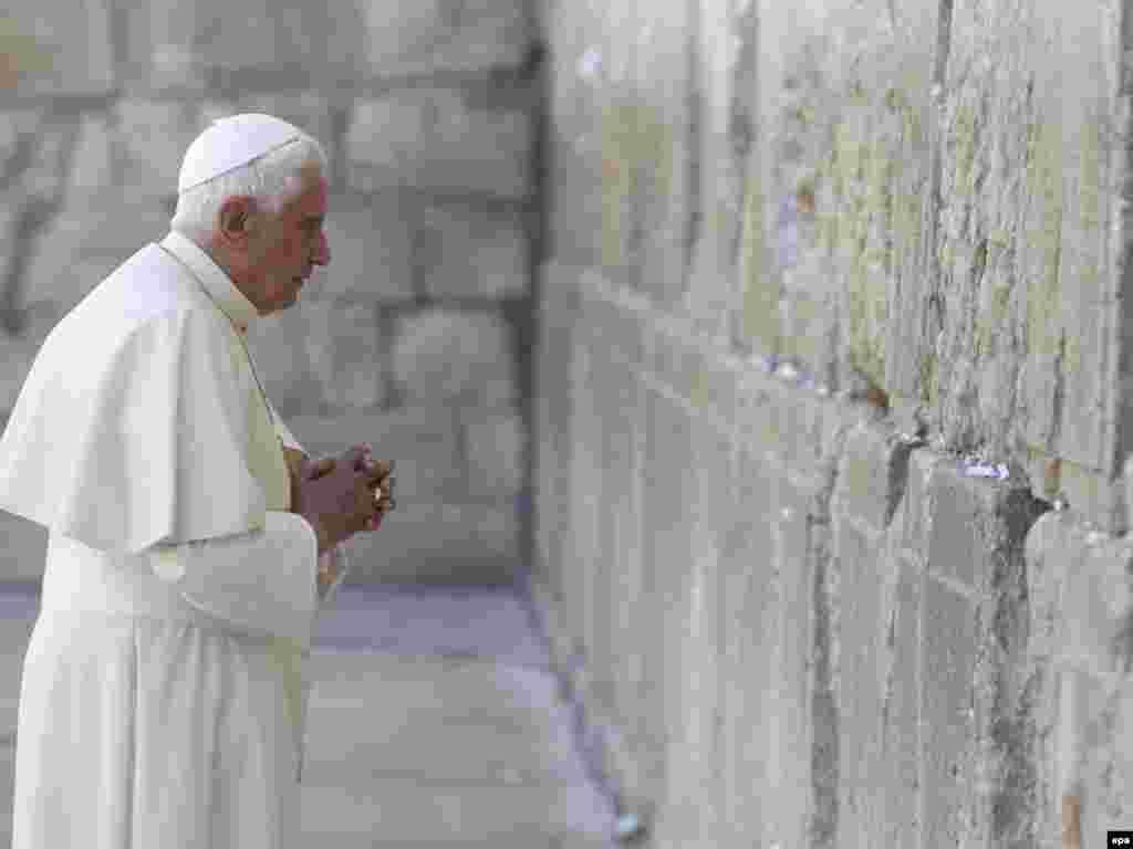 Папа Римский Бенедикт XVI во второй день визита в Израиль посетил святыни ислама и иудаизма в Иерусалиме