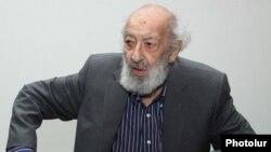 Ара Гюлер на пресс-конференции в Ереване, июнь 2013 г․