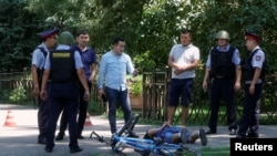 Задержание предполагаемого нападавшего. Алматы, 18 июля 2016 года.
