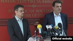 Архивска фотографија - Вицепремиерот и министер за финансии Зоран Ставрески на заедничка прес-конференција со директорот на УЈП Горан Трајковски.