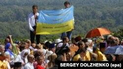 Під час богослужіння біля пам'ятника Київському князю Володимиру з нагоди відзначення Хрещення України-Руси. Київ, 28 липня 2014 року