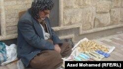 السليمانية:مسن يكسب قوته من ادوات منزلية بسيطة