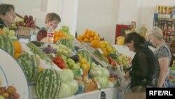Базардағы адамдар. Петропавл, 8 тамыз 2008 жыл. (Көрнекі сурет)