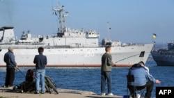 Украінскі карабель у анэксаваным Сэвастопалі ў сакавіку 2014 году.