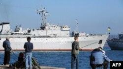 Украинский корабль в порту аннексированного Севастополя, архивное фото