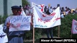 محتجون ضد الفساد في النجف