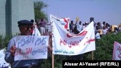 محتجون في النجف ضد تفشي الفساد