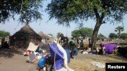 Жители Южного Судана, покинувшие свои дома в результате конфликта в стране, 30 декабря 2013 года