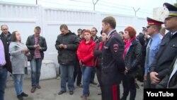 Глава МВД региона встретился с участниками митинга на месте ДТП