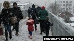 Чеченские беженцы на пути из Беларуси в Польшу, город Брест, 2 февраля 2017 года