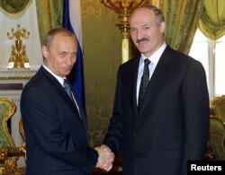2002 год. Лукашэнка сустракаецца з прэзыдэнтам Расеі Ўладзімірам Пуціным — значна больш папулярным за свайго папярэдніка Ельцына. Праект «саюзнай дзяржавы» тармозіцца, адзіная валюта так і не зьяўляецца