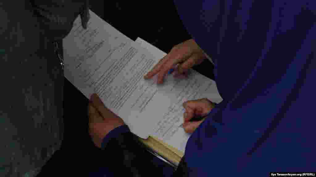 Пристави повідомили, що прес-служба суду не прийме скарги в паперовому варіанті, і порадили відправити їх на електронну пошту