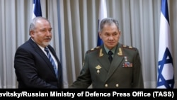 Israel's minister of defence Avigdor Lieberman (L) and Russia's minister of defence Sergei Shoigu shake hands during a meeting. TEL AVIV, OCTOBER 16, 2017