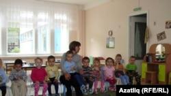 Башкорт группасы балалары тәрбиячеләре - Әлфия Ярмуллина белән