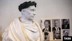Бюст президента России Владимира Путина в образе римского императора в мастерской Академии художеств в Петербурге