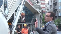 Politicians, Activists Block Refurbishment Work In Central Belgrade