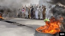 Supporters of Tahir-ul-Qadri, head of a political party Pakistan Awami Tehreek burn tires as they shout slogans against the killing of party workers on June 17, 2014