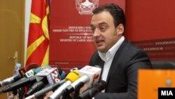 Министерот за труд и социјална политика Спиро Ристовски.