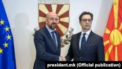 Presidenti i Këshillit Evropian, Charles Michel, me presidentin maqedonas, Stevo Pendrovski.