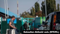 Пункт пропуска на границе Кыргызстана и Казахстана.