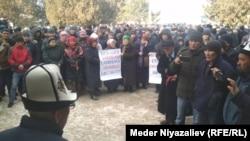 Участники акции протеста в Баткене. 15 января 2020 года.