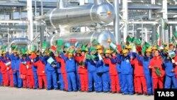 Түркіменстан-Қытай газ құбырын ашу салтанаты. Самандепе, 15 желтоқсан 2009 жыл. Көрнекі сурет