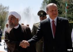 Хассан Рухани и Реджеп Тайип Эрдоган. Тегеран, 7 апреля 2015 года
