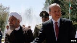 Турскиот претседател Реџеп Таип Ердоган со неговиот ирански колега Хасан Рохани.