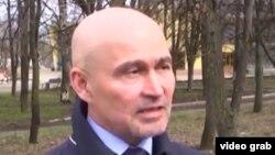 """""""Новогодний подарок"""" от коллег: Василий Баранов - все еще депутат горсовета, хотя де юре уже не может занимать эту должность."""
