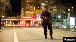 Полиция Осло патрулирует улицы после задержания 17-летнего россиянина с самодельной бомбой 8 апреля 2017 года