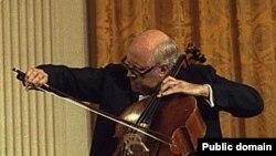 مستيسلاو روستروپوويچ، سرشناس ترين نوازده ويولون سل روس در سن هشتاد سالگی در مسکو در گذشت.