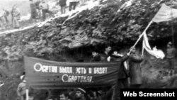 Популярность левых взглядов в Южной Осетии связана в том числе с тем, что они перекликаются с традиционными общественными институтами, представлениями южных осетин о справедливости. Развал Советского Союза совпал с началом конфликта, длившегося двадцать лет