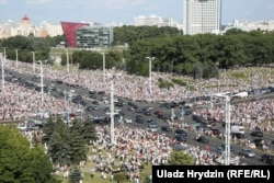 Crowds gather in central Minsk on August 16.