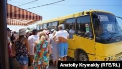 Автобус у Криму, архівне фото