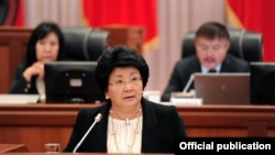 Kyrgyz President Roza Otunbaeva speaks before parliament in Bishkek on November 30.